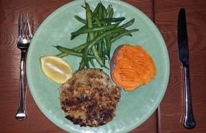 Crab cake with sweet potato and green beans