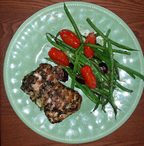 Grilled boneless chicken thighs with green beans, tomatoes and kalamata olives