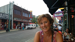 Donna at a street side table