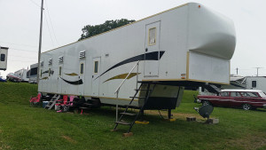 Bunkhouse trailer with five rooms per side