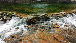 Water shooting to the surface of the pool and flowing over the rocks to the Missouri