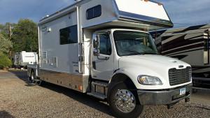Freightliner medium duty truck - RV